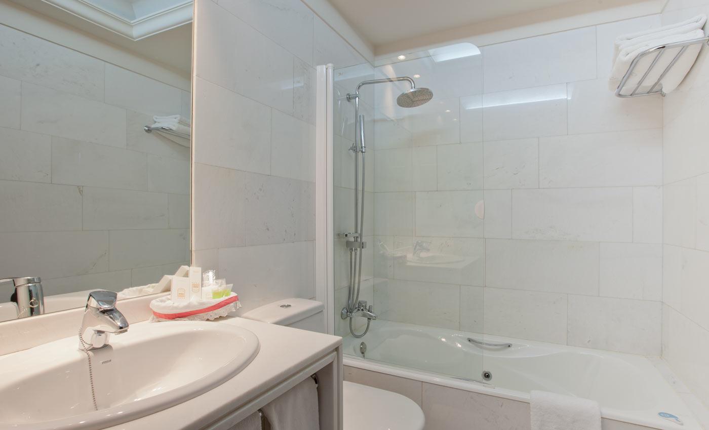 Hotel Don Pio - Bathroom